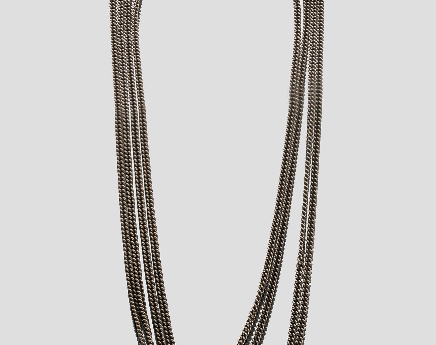 JULIA ZIMMERMANN necklace with a holding hand 1