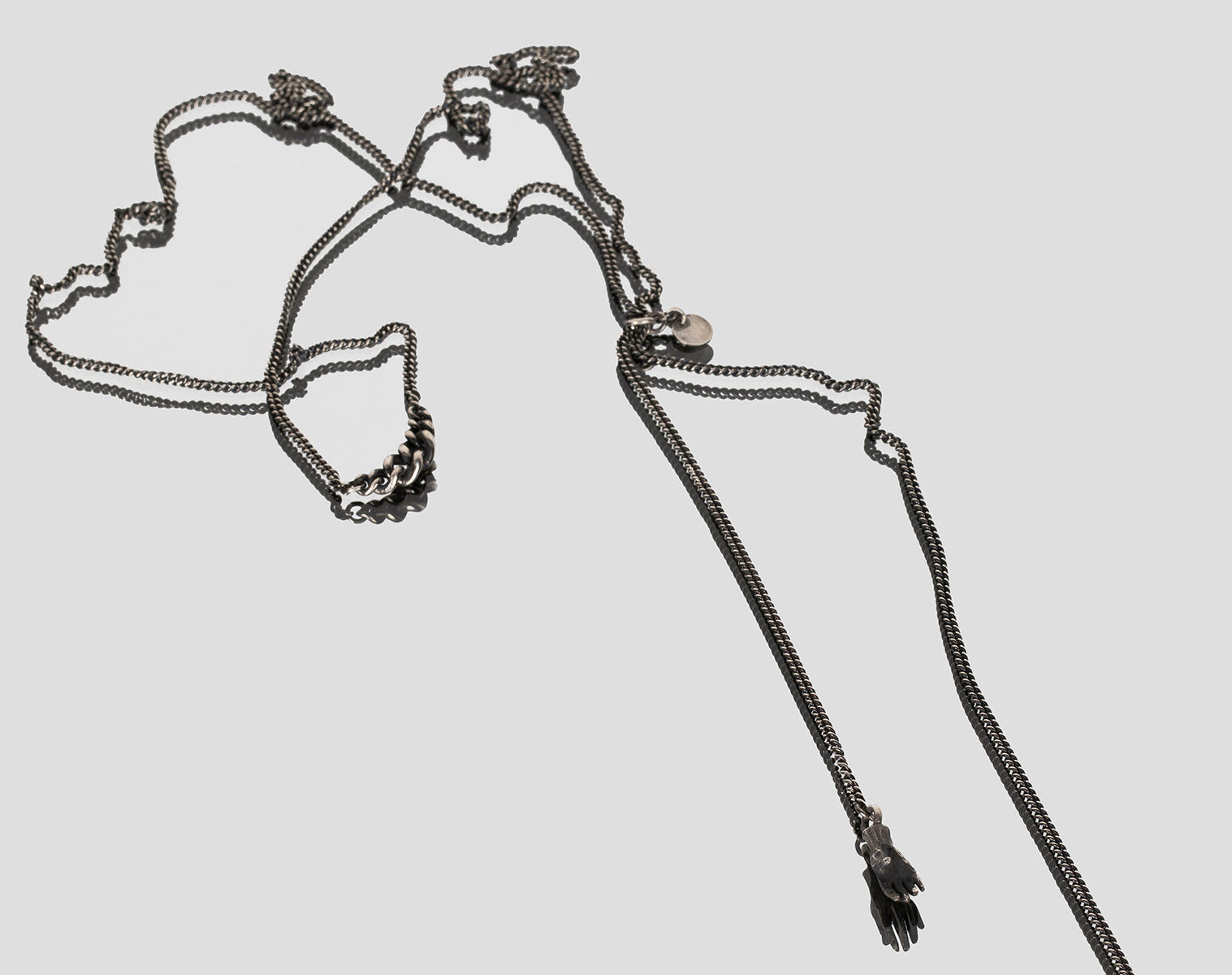 JULIA ZIMMERMANN necklace with playing hands 1